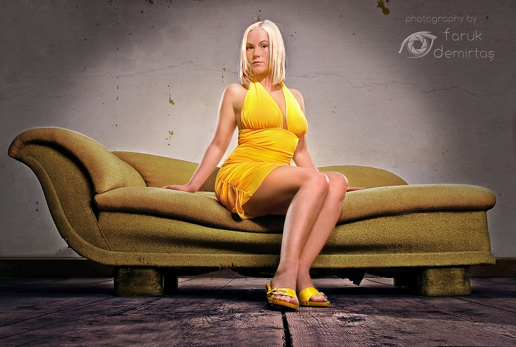 Das Sofa (yellow)